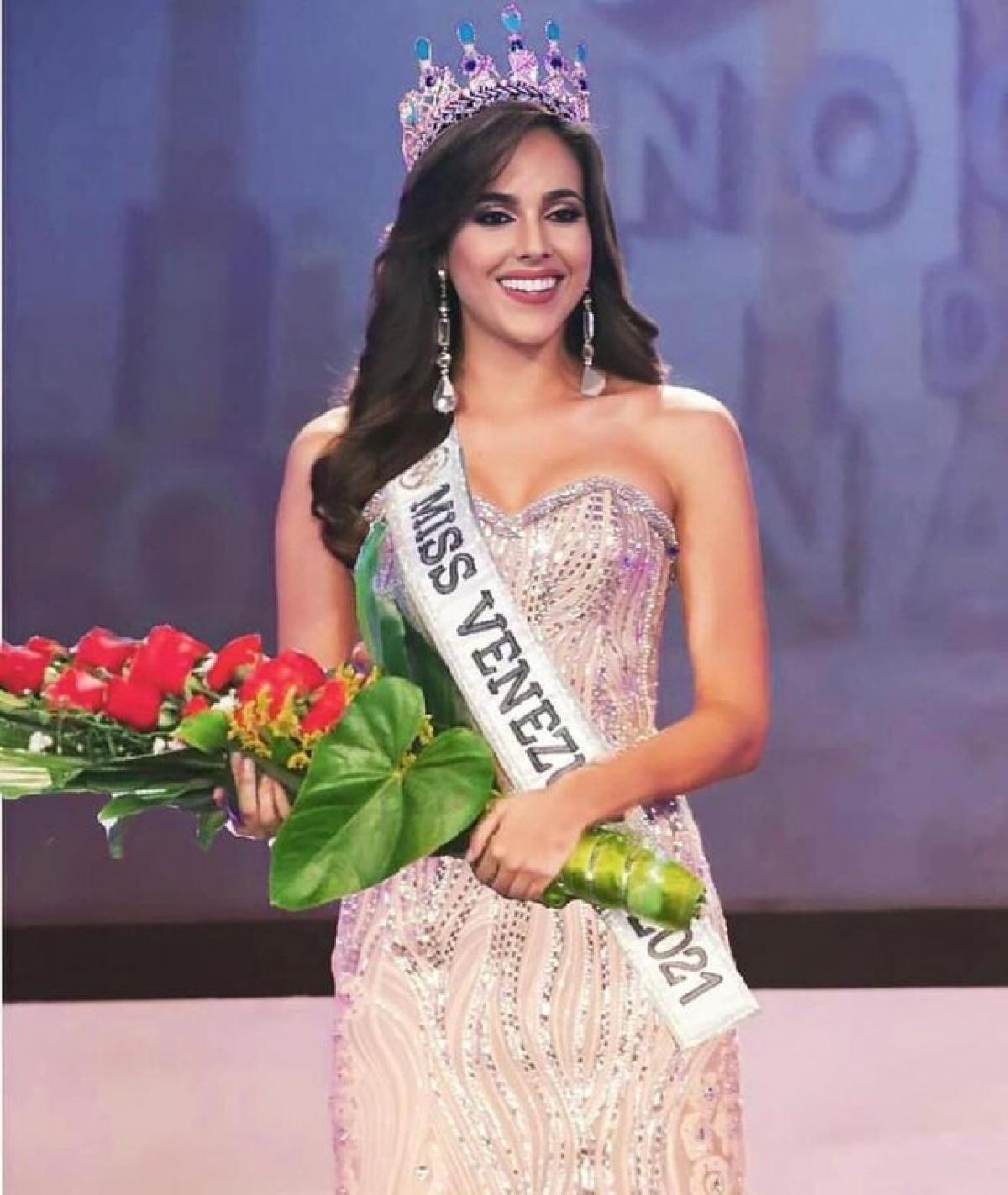 Tân Hoa hậu Hoàn vũ Venezuela với nhan sắc cực phẩm