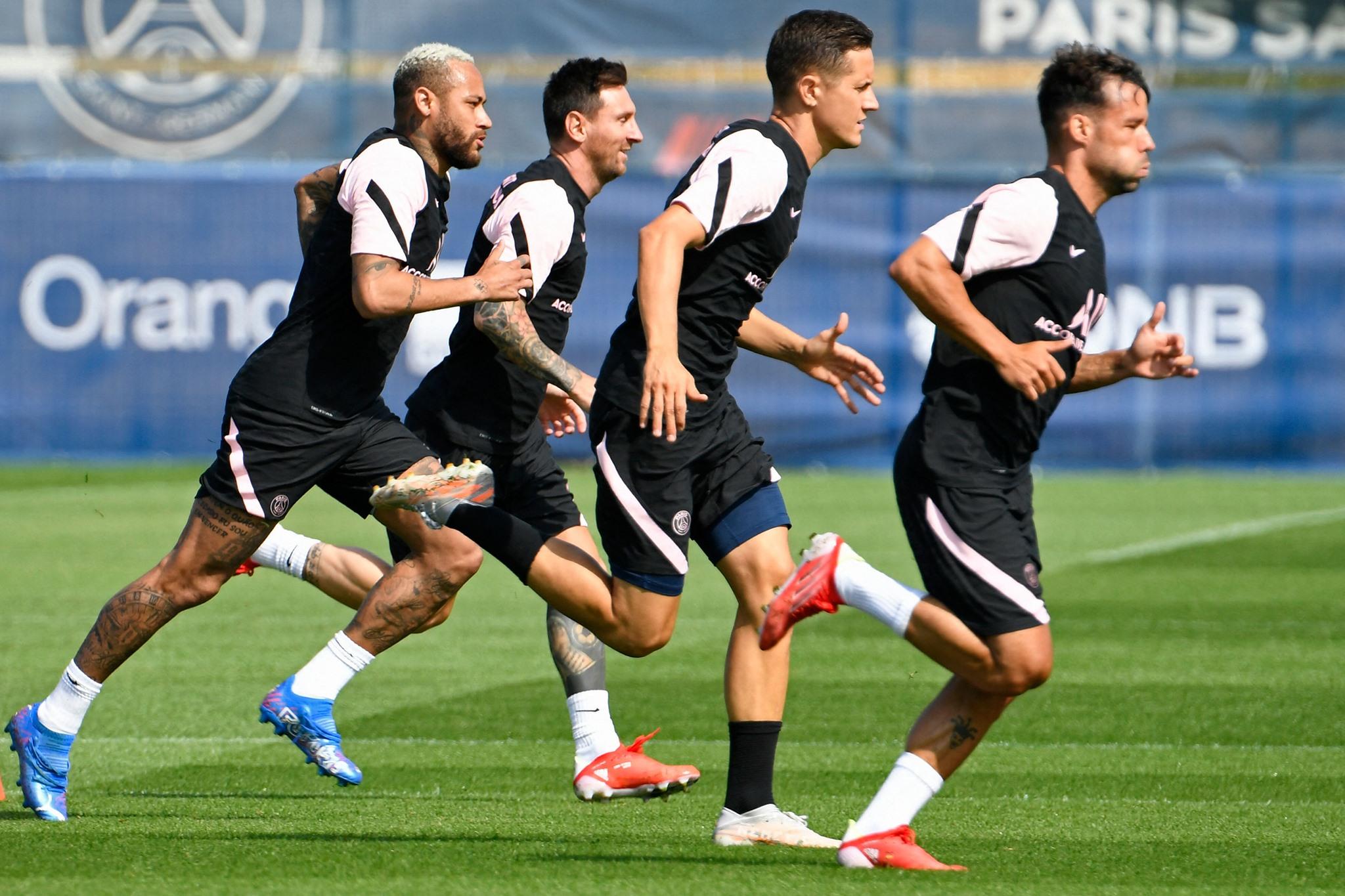 Người hâm mộ tiếp tục chờ đợi trận ra mắt của Messi trong màu áo PSG
