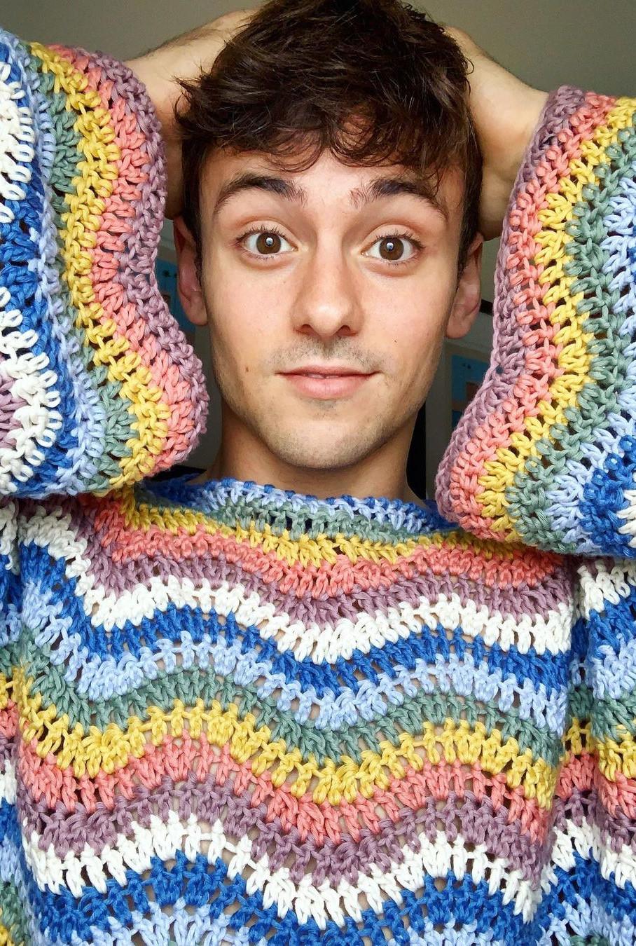 Tom Daley có một tài khoản Instagram chuyên đăng tải hình ảnh những tác phẩm đan móc len