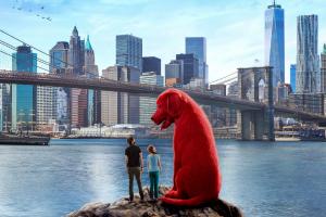 """Clifford chú chó đỏ khổng lồ tung trailer """"đốn tim"""" nhiều khán giả"""