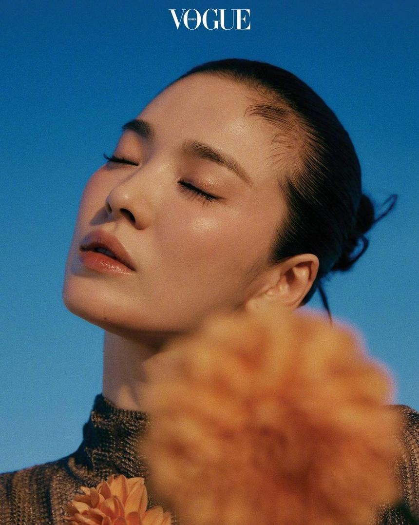 Song Hye Kyo xuất hiện cực xinh đẹp trên tạp chí Vogue Korea tháng 9
