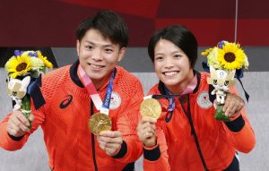 Hai anh em Hifumi Abe và Uta Abe gây sốt ở Nhật Bản với 2 HCV Olympic