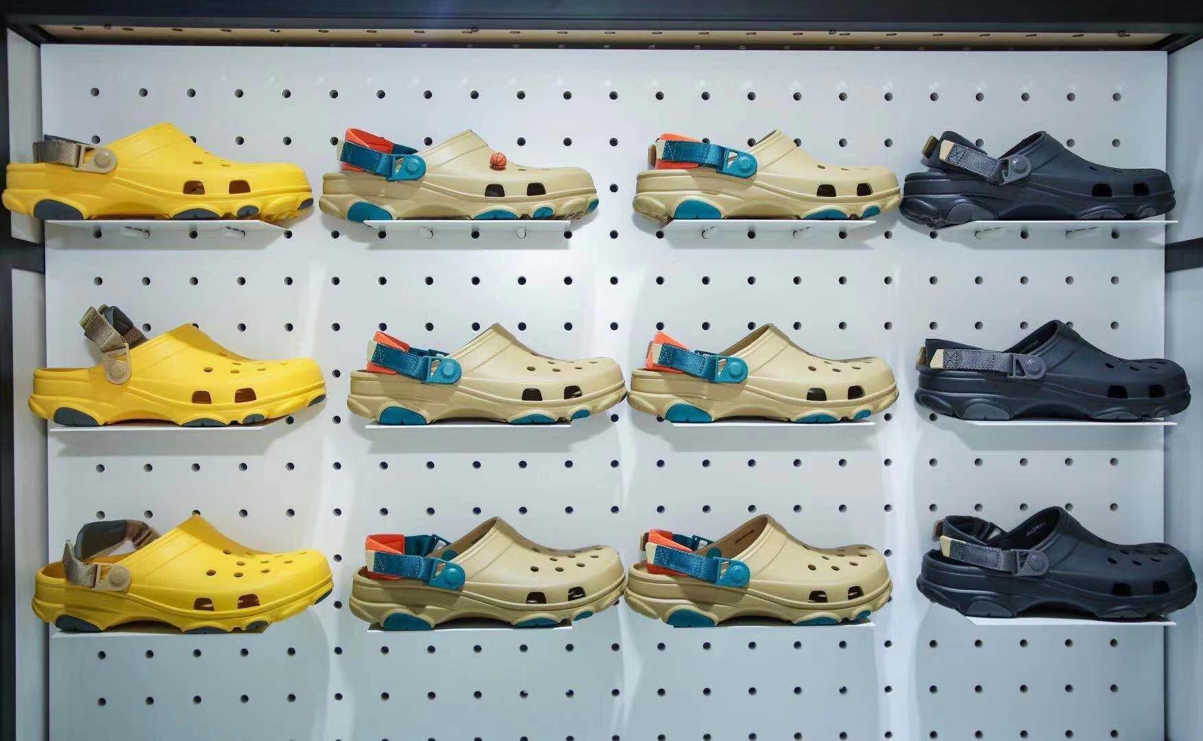 Crocs đã đệ đơn kiện 21 công ty vi phạm bản quyền khi sản xuất hàng giả