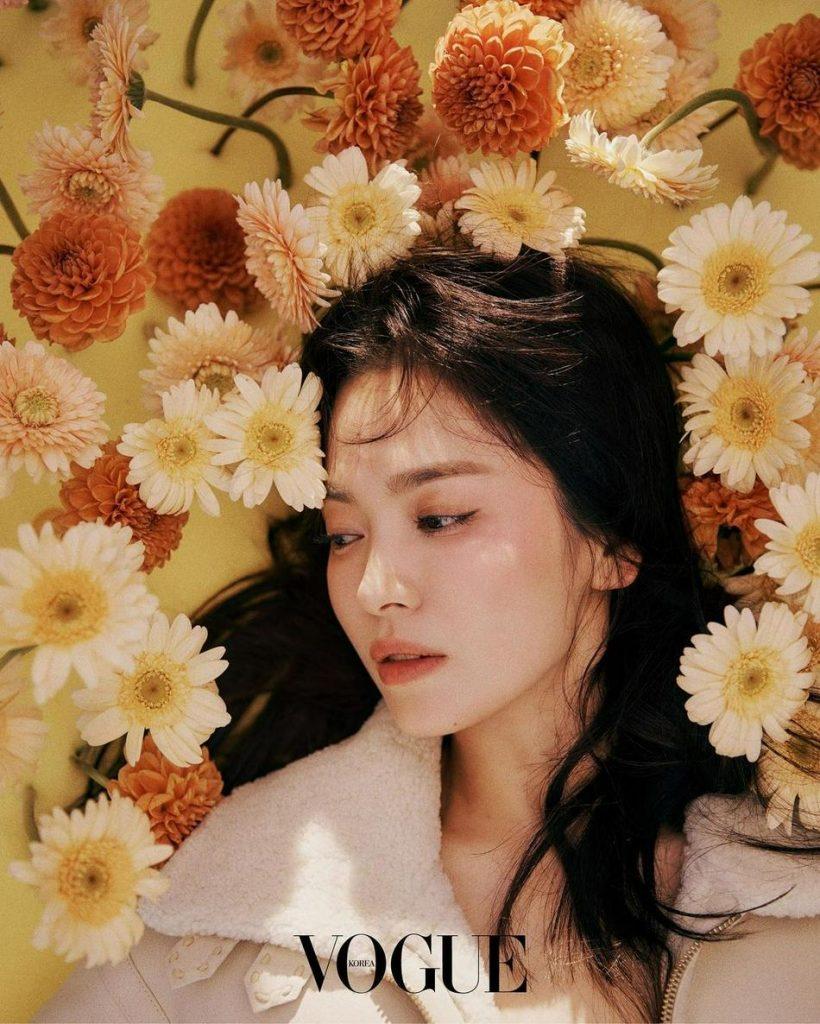 Song Hye Kyo đã khiến dân mạng vô cùng bất ngờ khi là gương mặt trang bìa của tạp chí danh giá Vogue Korea tháng 9